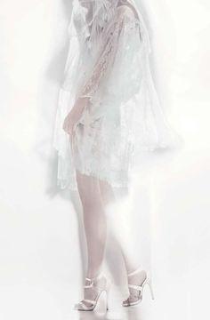 La collection mariage 2015 de Jimmy Choo http://www.vogue.fr/diaporama/jimmy-choo-presente-sa-collection-mariage-2015/21791#!6