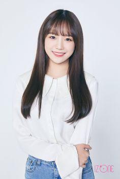 (Credits to the real owner/s) Yuri, Kpop Girl Groups, Kpop Girls, Eyes On Me, Honda, Sakura Miyawaki, Cute Korean Girl, Asian Girl, Japanese Girl Group