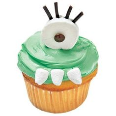Hlloween recipes: One-Eyed Monster Cupcakes made using marshmallows, M&Ms and licorice.