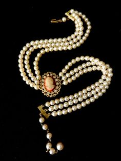 Choker Necklace  1940 Vintage Italian  - Ivory pearls and genuine great cameo - Wedding jewel --Art.734/2 -
