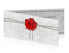 Jubileum 65 uitnodiging met zegel en touw op hout Min, Flag, Science, Flags