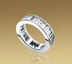 Wanted one of these for ages. ETERNITY BAND in 18 kt white gold with baguette cut diamonds. Bulgari Jewelry, Gems Jewelry, Jewelry Watches, Fine Jewelry, Jewellery, Bvlgari Ring, Jewelry 2014, Baguette, Italian Jewelry