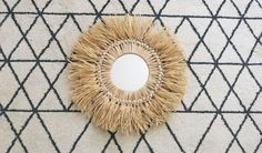Tuto: Make a holiday souvenir mirror in raffia Dining Room Wall Decor, Metal Wall Decor, Deco Wall, Juju Hat, Diy Hat, Macrame Projects, Boho Diy, Fibre, Easy Diy Crafts