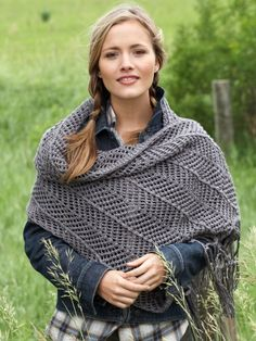 Free Pattern - This beautiful shawl features chevron pattern that contrasts in different directions