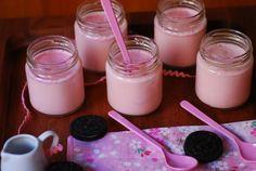 Yogur de fresa. | Cuchillito y Tenedor Homemade Yogurt, Kombucha, Panna Cotta, Pudding, Ethnic Recipes, Desserts, Food, Paninis, Mousse