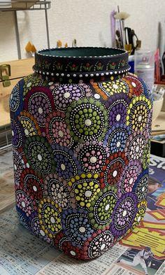 Glass Painting Designs, Pottery Painting Designs, Dot Art Painting, Mandala Painting, Glass Bottle Crafts, Wine Bottle Art, Mandala Painted Rocks, Mandala Art Lesson, Jar Art
