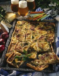 Pikanter Porree-Zwiebel-Kuchen mit Camembert und Greyerzer