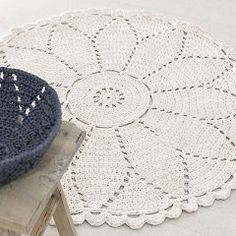 crocheted rug - this site has lots of other instructions as well! Crochet Doily Rug, Crochet Carpet, Crochet Doily Patterns, Diy Crochet, Crochet Basics, Crafty Craft, Crochet Projects, Kids Rugs, Knitting
