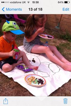 Yet another use for the Pipsy Koala highchair Splash Mat - makes a great picnic mat for the garden