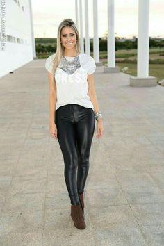 10 looks com calça de Couro pra balada in 2020 Disco Pants Outfit, Sexy Leggings Outfit, Leather Pants Outfit, Leggings Are Not Pants, Warm Outfits, Cute Summer Outfits, Casual Outfits, Cute Outfits, Look Fashion