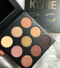 An eyeshadow palette from Kylie Cosmetics you can use to replicate your favorite of the young billionaire's Insta-looks. 44 Beauty Products You Might Want To Buy Two Of – They're That Great Makeup Brands, Best Makeup Products, Beauty Products, Kylie Jenner Makeup Products, Paleta Kylie, Maquillaje Kylie Jenner, Make Up Palette, Kylie Palette, Neutral Palette