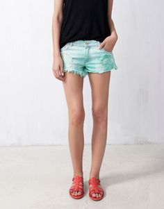 :FRAYED DENIM SHORTS