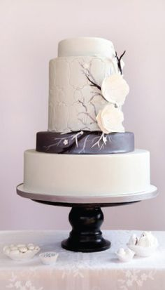 Modern Wedding Cake.  (I just wish my customers would want to pay for something this beautiful)  sigh.....