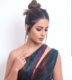 Hina Khan Looks Hottie At Indian Telly Awards Wins Best Female Actor Negative Role - HungryBoo Famous Celebrities, Bollywood Celebrities, Celebs, Bollywood Girls, Bollywood Actress, Bollywood Style, Bollywood Hairstyles, Heena Khan, Indian Tv Actress