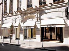 Today experience: shopping in #Paris. #Chanel #Starhotels
