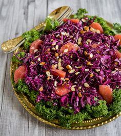 Treveckorssallad med rödkål - ZEINAS KITCHEN Diet Recipes, Healthy Recipes, Recipies, Halloumi, Everyday Food, Soup And Salad, Eating Well, Food Inspiration, Acai Bowl