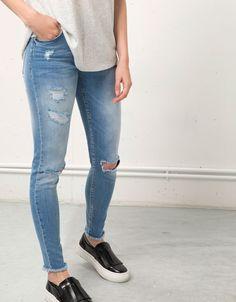 Bershka España - Jeans Skinny con rotos Bershka