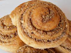 Melcisori cu nuca - CAIETUL CU RETETE Romanian Food, Pancakes, Pie, Vegan, Cookies, Breakfast, Desserts, Pastry Recipe, Torte