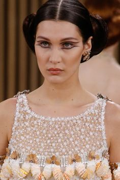 Spring/ Summer 2016 Couture Beauty Trends: Double Eyeliner #trends #beauty…