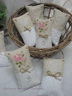 .........une petite production de sachets de lavande. ♥ ♥ ♥ ♥ ♥ ♥ ♥ ♥ La broderie est réalisée sur du lin belfast