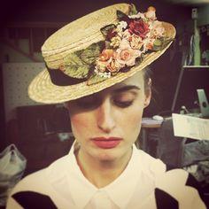 Haciendo esta tarde las fotos de la prueba del #canotier de una clienta online nos damos cuenta que @pipaporras sale siempre así de #cañona! #muchapipa Kardashian, Hat Decoration, Saint Laurent, Crazy Hats, Next Wedding, Diy Hat, Fancy Hats, Chef D Oeuvre, Love Hat