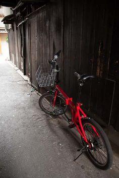 """ an alley ""  03.July.2013  昼間先斗町の路地は人気(ひとけ)が無い。赤い自転車だけ。。。"