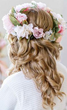 Wedding hairstyle idea; Featured Photographer: Pasha Belman Photography