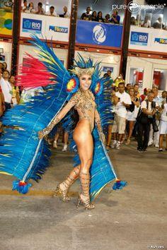 Rio, 2014 - Sabrina Sato desfila como rainha de bateria na Unidos de Vila Isabel. Foto: AGNews, Fernando Cazaes.