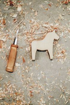 How to Make a Traditional Swedish Dala Horse