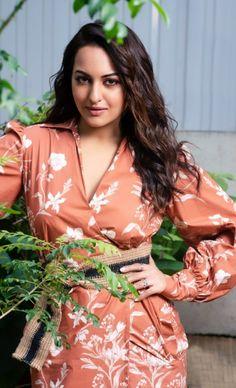 Bollywood Wallpaper TOLLYWOOD ACTRESS PUNARNAVI BHUPALAM PHOTO GALLERY  | 1.BP.BLOGSPOT.COM  #EDUCRATSWEB 2020-07-28 1.bp.blogspot.com https://1.bp.blogspot.com/-NW0iGsXNJMo/WTPjSlxd8lI/AAAAAAAAFkw/jJS_IlpdjVIfwk-MArMa_d2ggInigelMQCLcB/s640/Punarnavi-Bhupalam-18.jpg