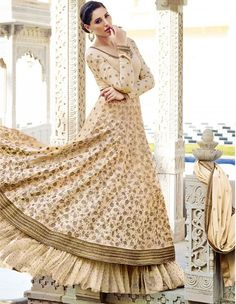 his one is as close to her original look as it can get. The zari work and the beige color, the elaborate ghera and the flowy georgette, what's not to love?