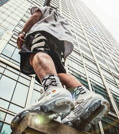 The best Nike Off-White Air Vapormax White / OW - pose - Sport Portrait Photography Men, Photography Poses For Men, Fashion Photography, Fashion Moda, Urban Fashion, Mens Fashion, Fashion Menswear, Fashion Brand, Moda Streetwear