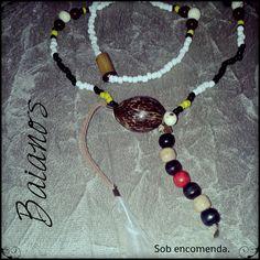 Para a linha dos Baianos, recomendamos o uso de colares feitos de coquinhos.