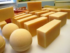 Make goat milk soap bars to keep clean naturally! Make this easy goats milk soap or get more soap making recipes & homemade soap ideas for your homestead. Soap Making Kits, Soap Making Recipes, Soap Making Supplies, Homemade Soap Recipes, Mason Jar Crafts, Mason Jar Diy, Homemade Laundry Detergent, Mason Jar Lighting, Goat Milk Soap