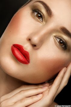 Ooh La Trend: Gold Eyeshadow