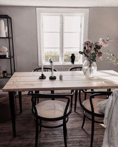 Matbord Dining Nook, Dining Room Design, Interior Design Living Room, Home Living Room, Living Spaces, Dining Room Inspiration, Decoration, Room Decor, House Styles