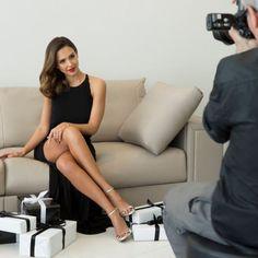 Jessica Alba Parallel legs