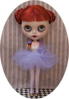 Björk lilac swan dress for Blythe dolls by cocomicchi on Etsy, €42.00