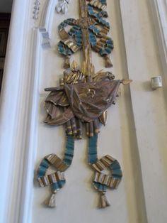 Unicorno (Borromeo) - Palazzo Borromeo, Isola Bella, Lago Maggiore (VB). Decorazione in legno intagliato e dipinto in oro e azzurro su una parete della Sala delle Medaglie.