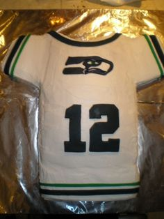 Seahawks jersey cake. Yes I will be making one of these real soon!!!