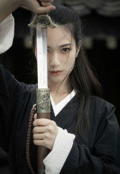 Dovelette — changan-moon: Chinese fashion by 绘心_Aries Geisha, Female Samurai, Samurai Art, Human Poses Reference, Pose Reference Photo, Sword Poses, Warrior Girl, Art Poses, Japanese Prints
