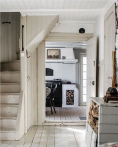 A Dreamy 17th Century Swedish Summer Cottage With a Focus on 'The More the Merrier' Beautiful Interiors, Beautiful Homes, Scandinavian Style, Scandinavian Interiors, Have A Lovely Weekend, Entrance Ways, Cottage In The Woods, Cozy Cabin, 17th Century