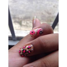 First time using a nail art brush #firsttimenails #pokadots #nails #nailart #naildesign #lepordprint