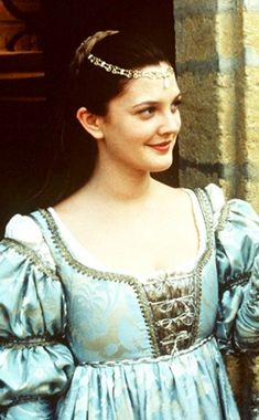 Drew Barrymore in Ever After, Cinderella set in Renaissance Italy, with Da Vinci and all. Period Costumes, Movie Costumes, Movies Showing, Movies And Tv Shows, Moda Medieval, Medieval Gown, A Cinderella Story, Cinderella Musical, Jenifer Aniston
