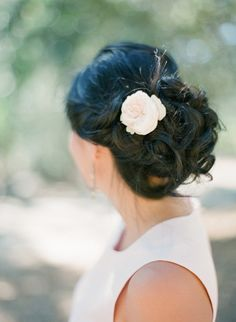 Messy updo: http://www.stylemepretty.com/2013/05/16/sonoma-wedding-from-kt-merry/ | Photography: KT Merry - http://ktmerry.com/