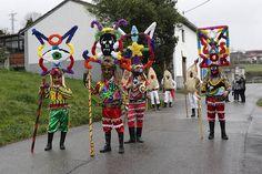 Art Costume, Folk Costume, Costumes, Spanish Festivals, African Masks, Head Start, Masquerade, Pagan, Celtic