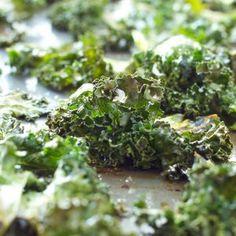 No fail, crispy kale chips every time! Sea Salt and Garlic Kale Chips recipe Garlic Kale, Garlic Parmesan, Garlic Chips, Asparagus, Healthy Snacks, Healthy Eating, Healthy Chips, Healthy Breakfasts, Protein Snacks