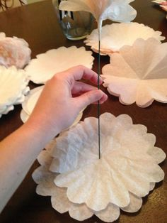 Paper flowers - DIY Coffee Filter Peonies ~ Becker it Yourself Wine Bottle Crafts, Mason Jar Crafts, Mason Jar Diy, Flower Crafts, Diy Flowers, Fabric Flowers, Flower Diy, Butterfly Crafts, Felt Flowers