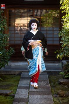 geiko (geisha) ichitomo on the day of her erikae | japanese culture #kimono