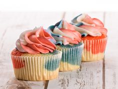 Check out this American Lifestyle Magazine blog post! How to Make Patriotic Red, White, and Blue Cupcakes